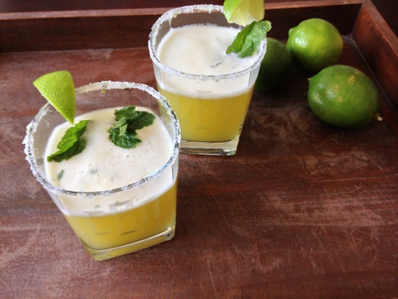 Pineapple Mint Tequila Mojito - a delicious and refreshing cocktail! | ChezCateyLou.com