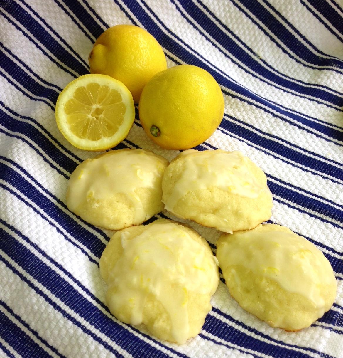 Lemon Ricotta Cookies | chezcateylou.com