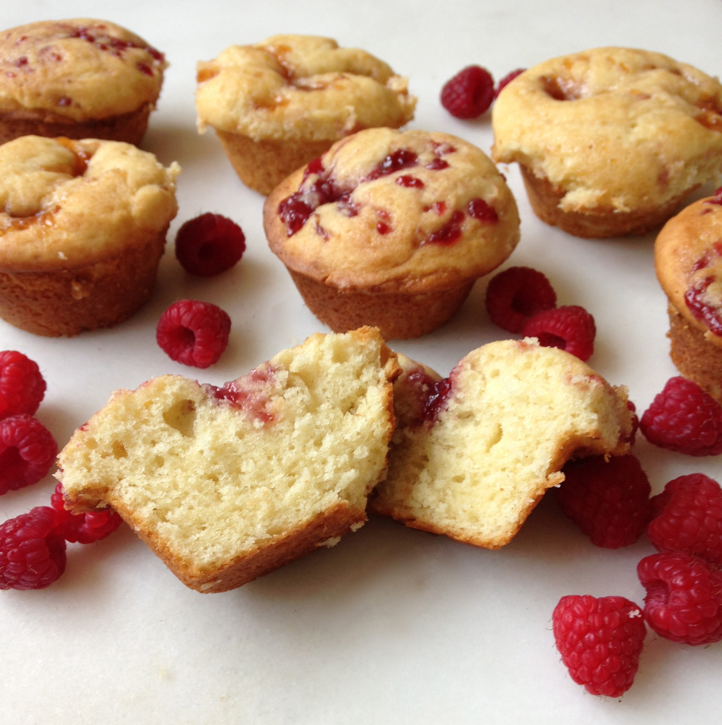 Raspberry Cream Cheese Muffins | chezcateylou.com