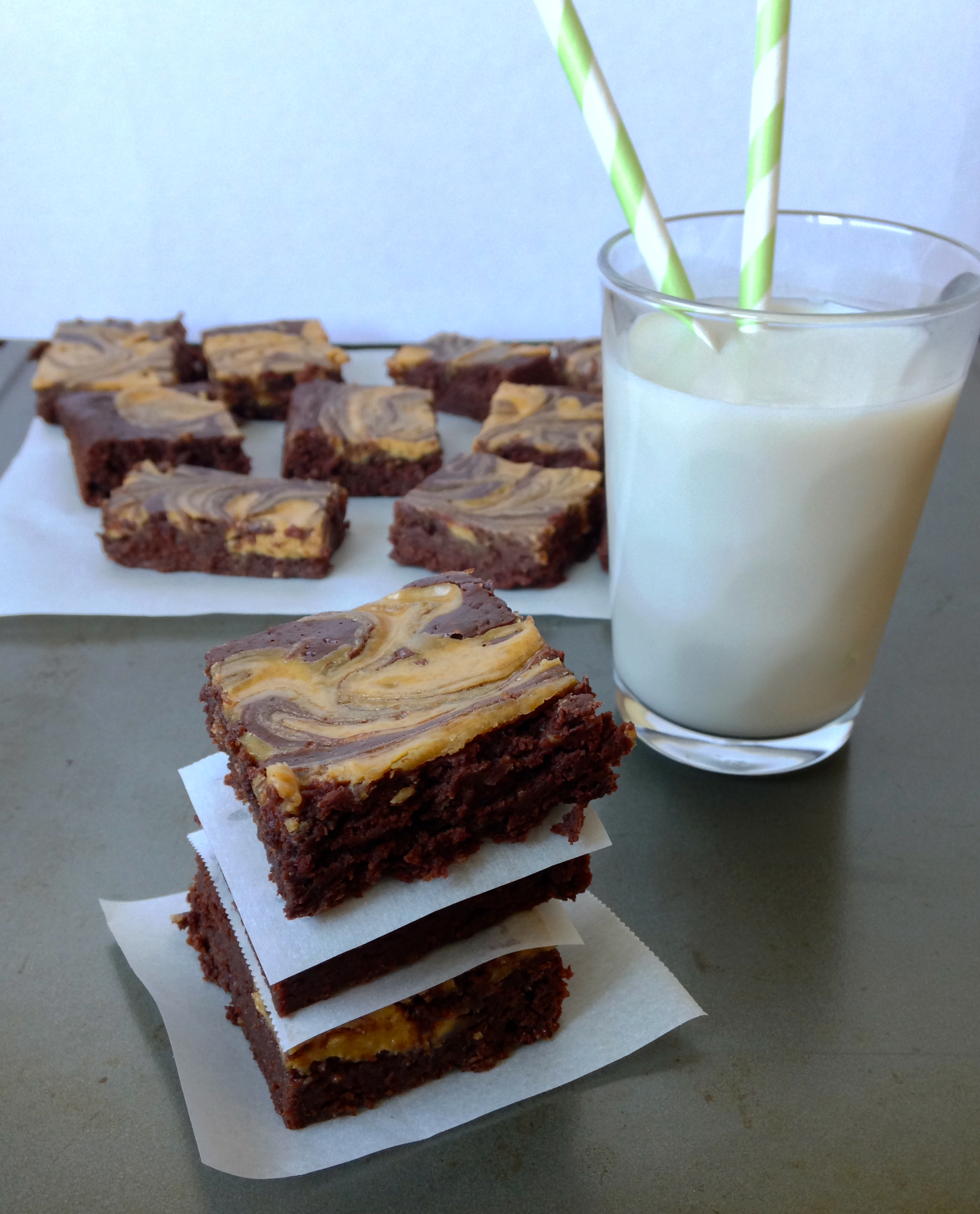 Skinny Peanut Butter Brownies | chezcateylou.com