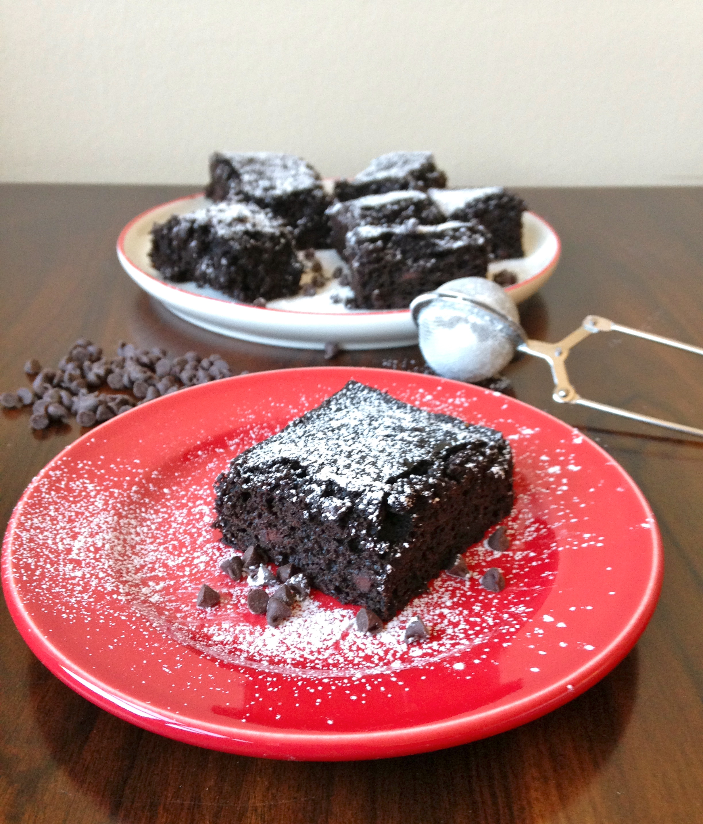 Skinny Chocolate Cake made with Greek Yogurt | chezcateylou.com