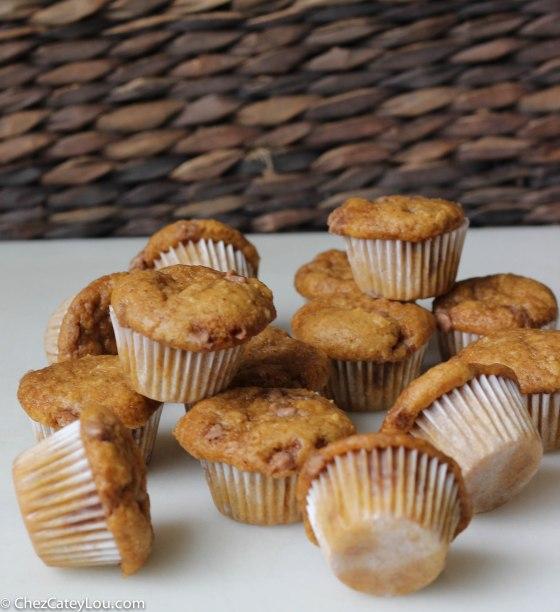 Mini Pumpkin Cinnamon Chip Muffins | chezcateylou.com