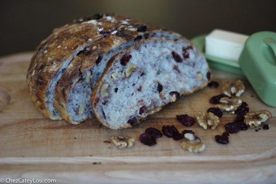 No-Knead Cranberry Walnut Bread   chezcateylou.com