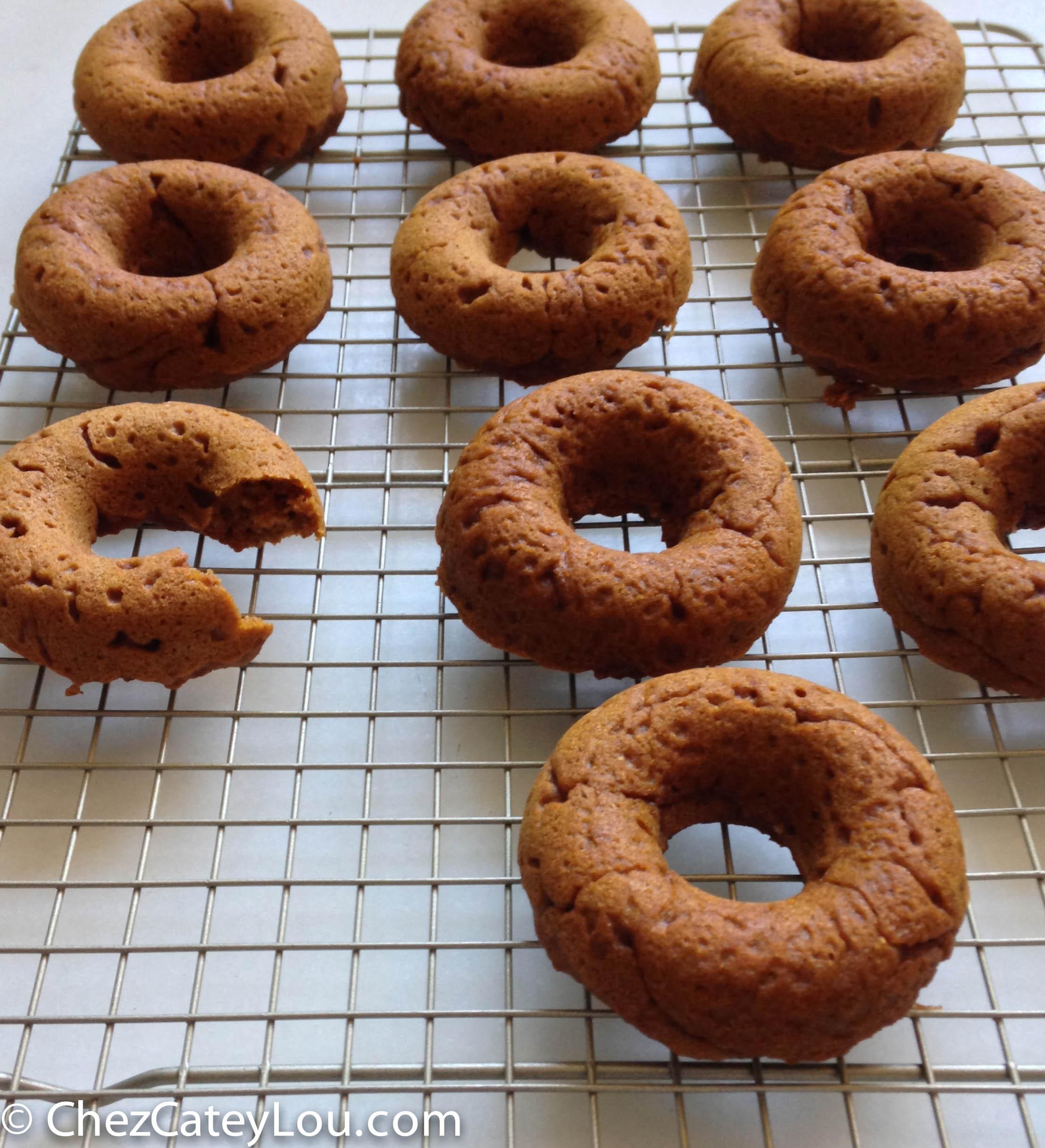 Pumpkin Pecan Doughnuts | chezcateylou.com