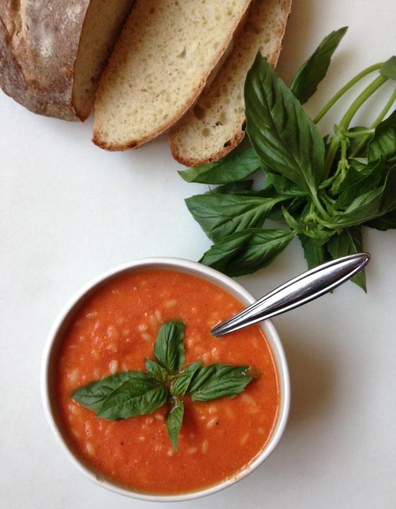 Creamy Tomato Orzo Soup   chezcateylou.com
