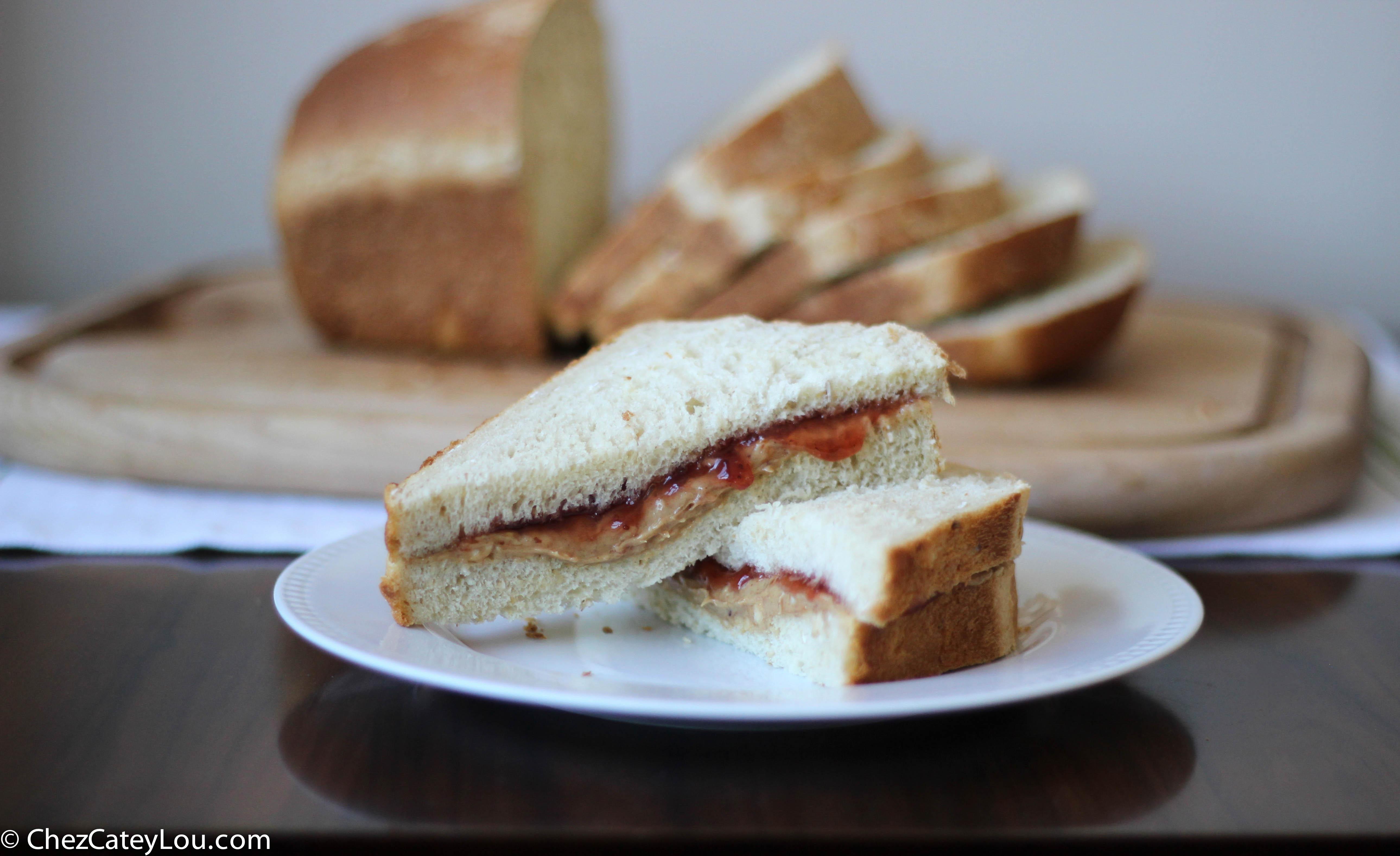 Oatmeal Sandwich Bread | chezcateylou.com
