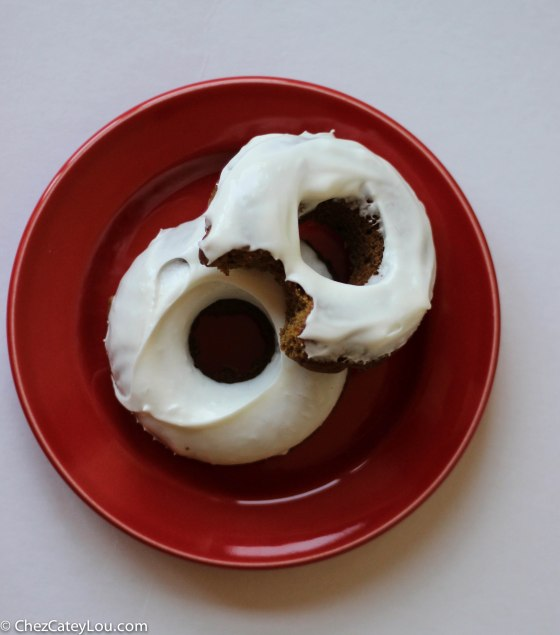 Gingerbread Doughnuts | chezcateylou.com